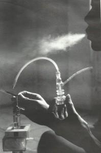 Almunium foil berisi shabu-shabu, dibakar dengan korek api dan dihisap lewat bong, yakni peralatan khusus (foto : Tjandra M Amin)