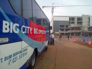 Kendaraan bus yang membawa para blogger keliling BSD City (foto : Nur Terbit)