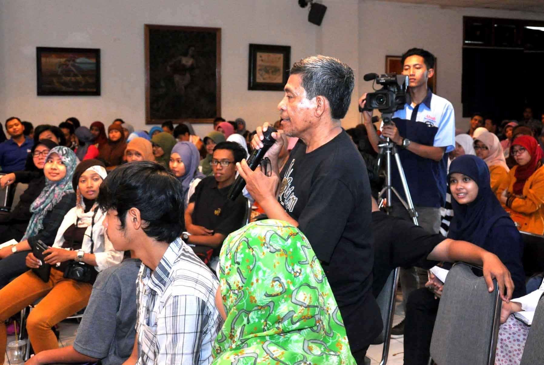 Ikut lomba ngetwit di Jogyakarta dalam sebuah acara launching buku (foto : dok pribadi)