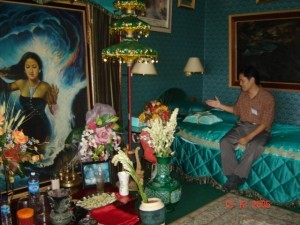 Upacara ritual dengan Nyai Roro Kidul di salah satu kamar hotel, tak jauh dari Pelabuhan Ratu Sukabumi (foto illustrasi)