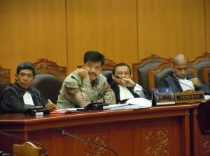 Saya (kiri) sebagai kuasa hukum calon Gubernur Sulsel dalam sengketa Pilkada di Mahkamah Konstitusi (MK) -- foto dok pribadi