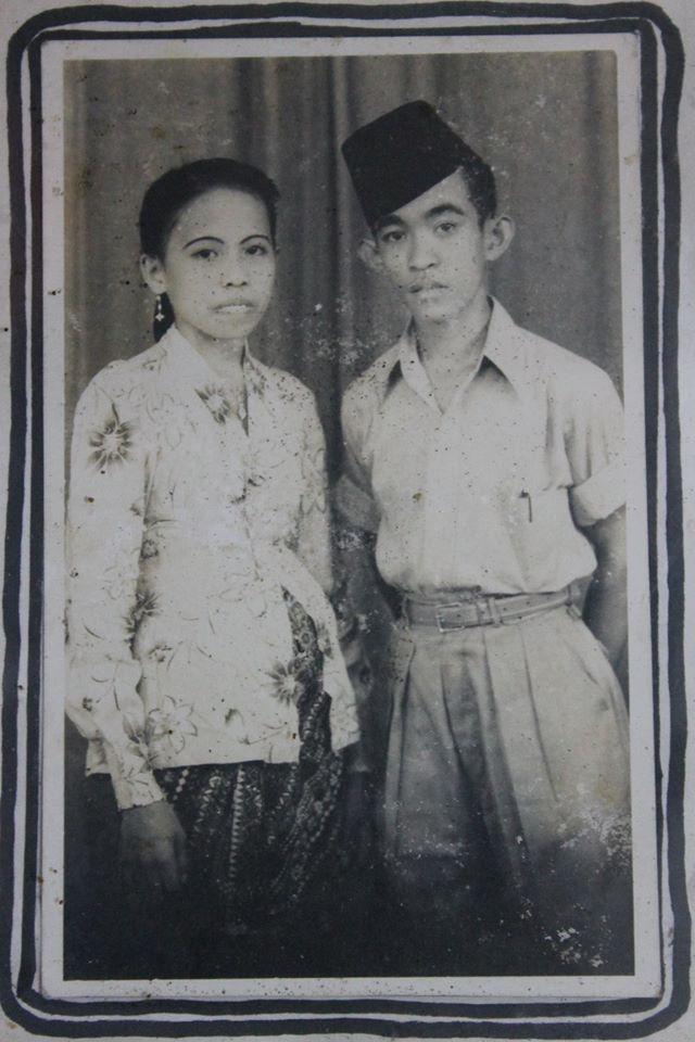 Ibu saya, Hajjah Sitti Maryam Puang Mene, foto bersama bapak, Haji Muhammad Bakri Puang Boko semasih pengantin baru (foto dok pribadi)