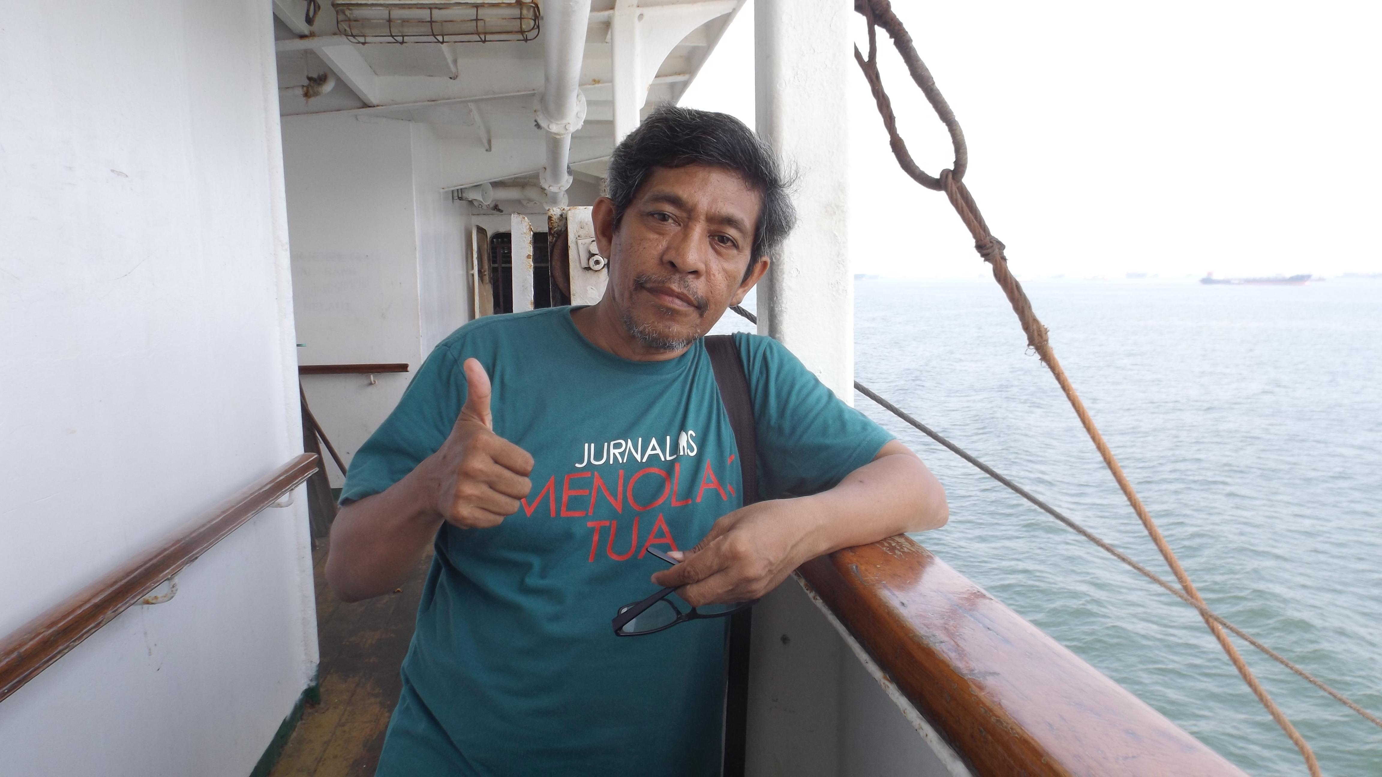 Narsis di anjungan kapal laut KM Tidar (foto dok pribadi)