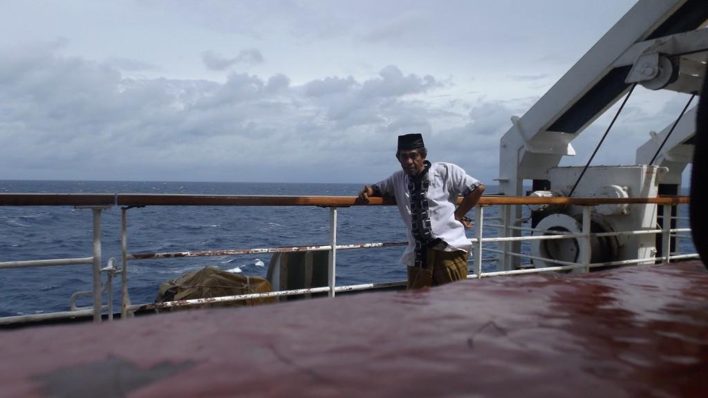Di atas kapal laut KM Tidar, dalam pelayaran Tanjung Priok ke Makassar (foto dok pribadi)