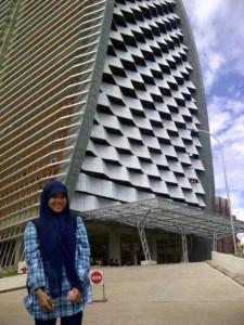 Putri Bungsu di kampus Phinisi UNM Makassar (foto:Nur Terbit)