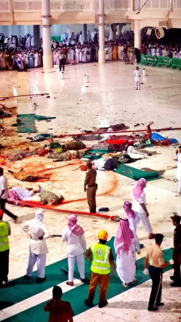 Jenazah para jamaah haji memenuhi lantai Masjidil Haram, Mekah, saat crane ambruk (foto Istimewa)
