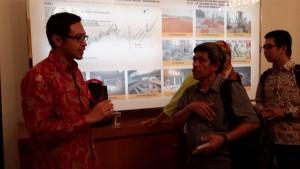 Indra Yustiawan, Head of Communication Moco, berbincang dengan penulis  (foto ; dok Nur Terbit)