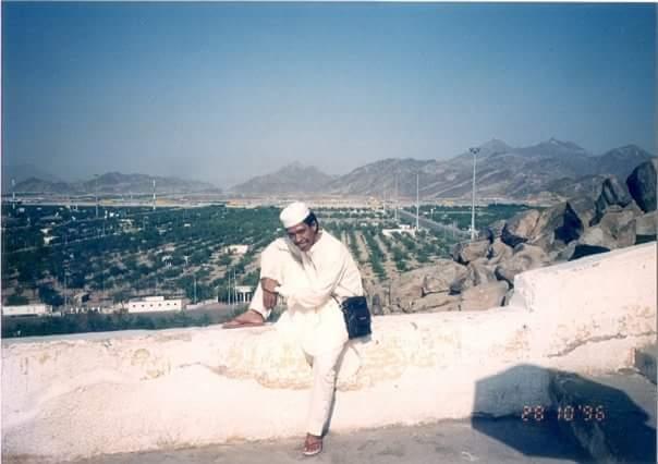 Saya berpose di Jabal Rahmah, Padang Arafah, Mina, Saudi Arabia, saat umroh tahun 1996 (foto dok pribadi)