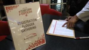 Pendaftaran peserta Blogger Gathering yang digelar situs otomotif Mobil123.com (foto2 : Nur Terbit)
