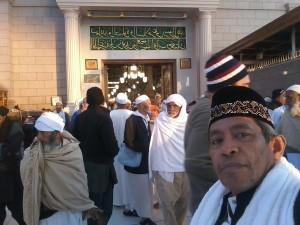 Pintu keluar dari Makam Rasulullah di Masjid Nabawi Madinah (foto : Nur Terbit)