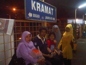 Stasiun Kramat Jakarta Pusat, salah satu stasiun yang dilintasi kereta Commuterline Jabodetabek (foto dok Nur Terbit)