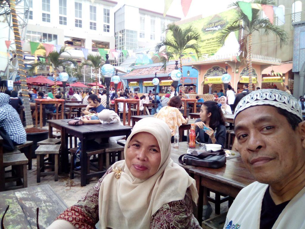 Ngabuburit di arena Festival Kuliner La Piazza, Summarecon, Sentra Kelapa Gading (foto dok pribadi)