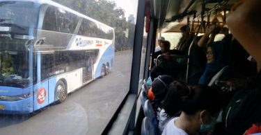 Armada bus TransJakarta (foto Nur Terbit)