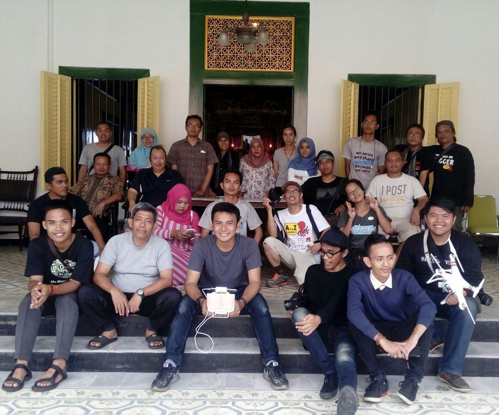 PANGKALPINANG memiliki banyak destinasi wisata, gambar saat komunitas blogger Jakarta mampir di rumah antik keluarga Tionghoa di Kota Pangkalpinang (dok pribadi)