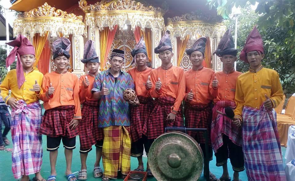 PARAGA DARI SUDIANG, permainan ketangkasan Sepak Raga Khas Makassar, Sulawesi Selatan (foto : Nur Terbit)