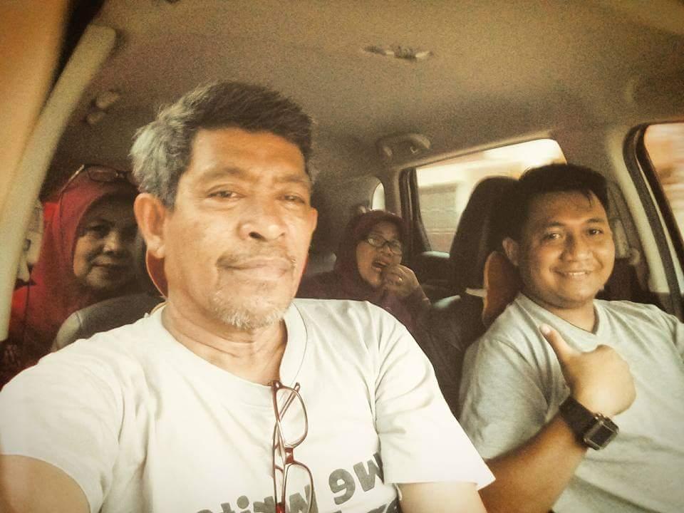 Ditemani ponakan Ilham sebagai driver, kami napak tilas Makassar-Gowa (foto : Nur Terbit)