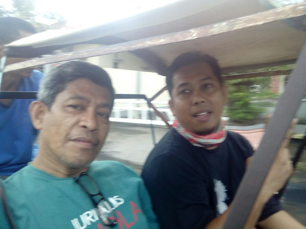 Keliling kota Pare-Pare naik becak (foto Nur Terbit)