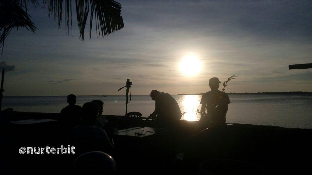 PARE - PARE, salah satu daerah kotamadya di Sulsel dengan pesona Pantai Mattiro Tasi (foto : Nur Terbit)