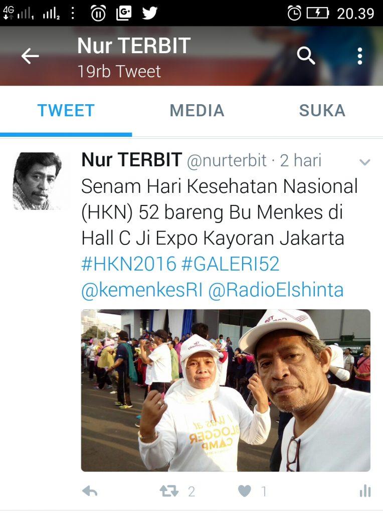 Selfie di Facebook sambil senam di Hari Kesehatan Nasional (foto Nur Terbit)