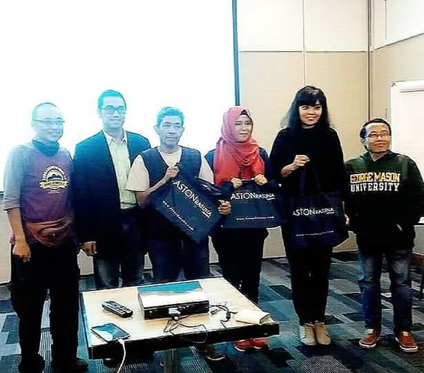 Juara lomba twitter dan instagram di acara pelatihan membuat video perjalanan bersama instruktur Mas Teguh Sudarisman dan Kang Dudi Iskandar (foto Nur Terbit)