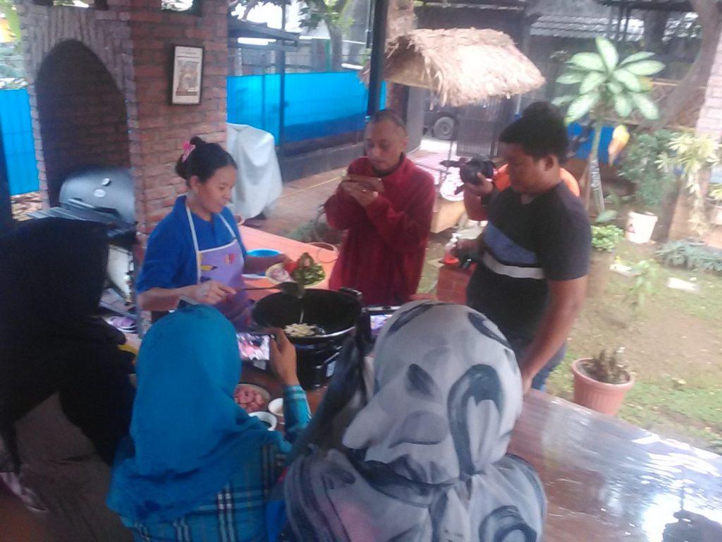 Demo masak di dapur Fiva Food