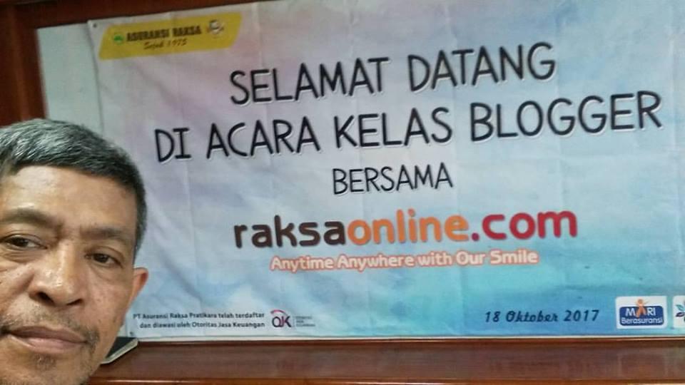 Menyambut komunitas blogger di acara Kelas Blogger Bersama RaksaOnline.com (foto Nur Terbit)