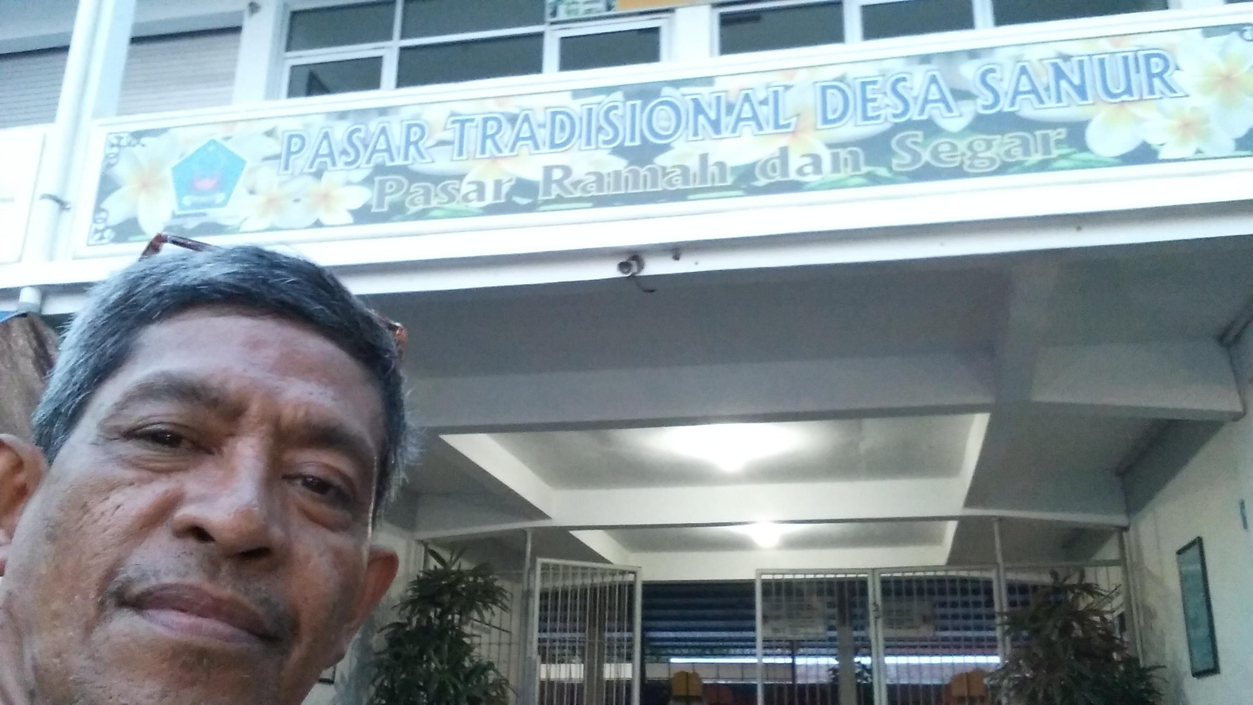 Bersama Pak I Made, Kepala Pasar Shindu, Sanur, Denpasar, Bali, di Kementerian Perdagangan Jakarta (foto dok pribadi Nur Terbit)