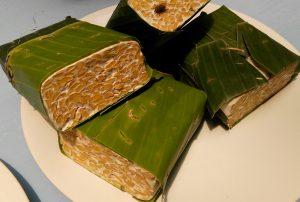 Tempe juga termasuk bahan makanan sehat (foto Nur Terbit)