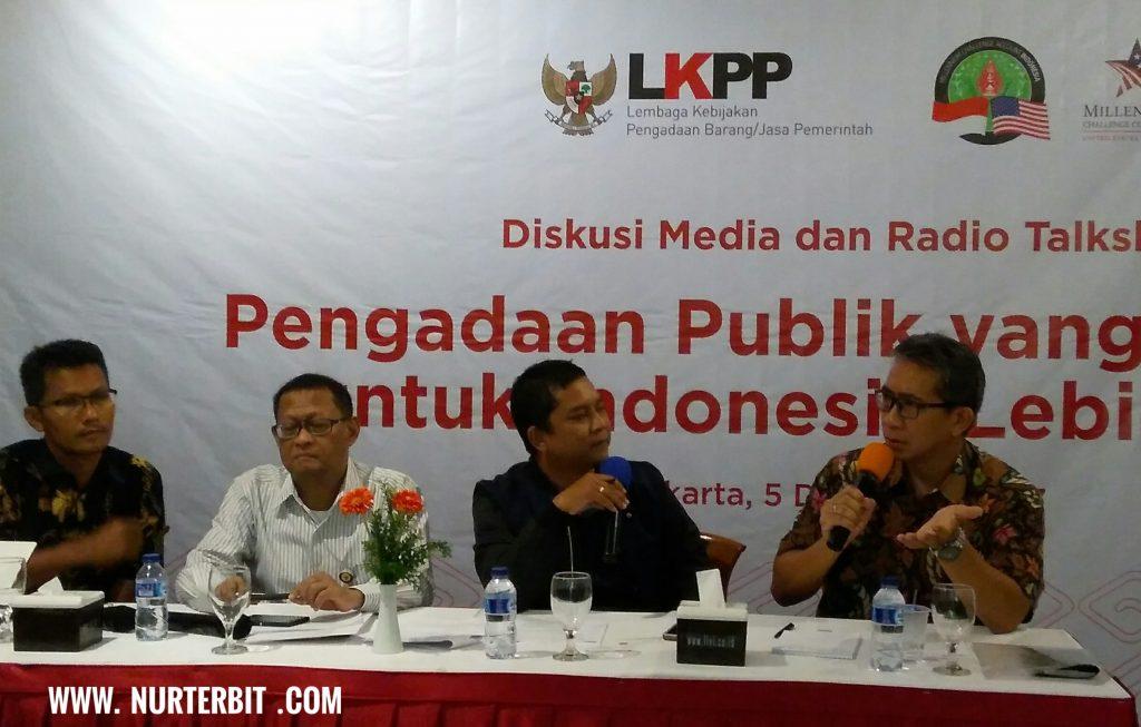 Para narasumber dari kiri ke kanan: Febri Hendri dari ICW, Deputi Bidang Pengembangan Strategi dan Kebijakan LKPP, Robin Asad Suryo, Moderator dari Radio Sindo, Direktur Proyek Modernisasi Pengadaan MCA-Indonesia Firman Dharmawan (foto : Nur Terbit)