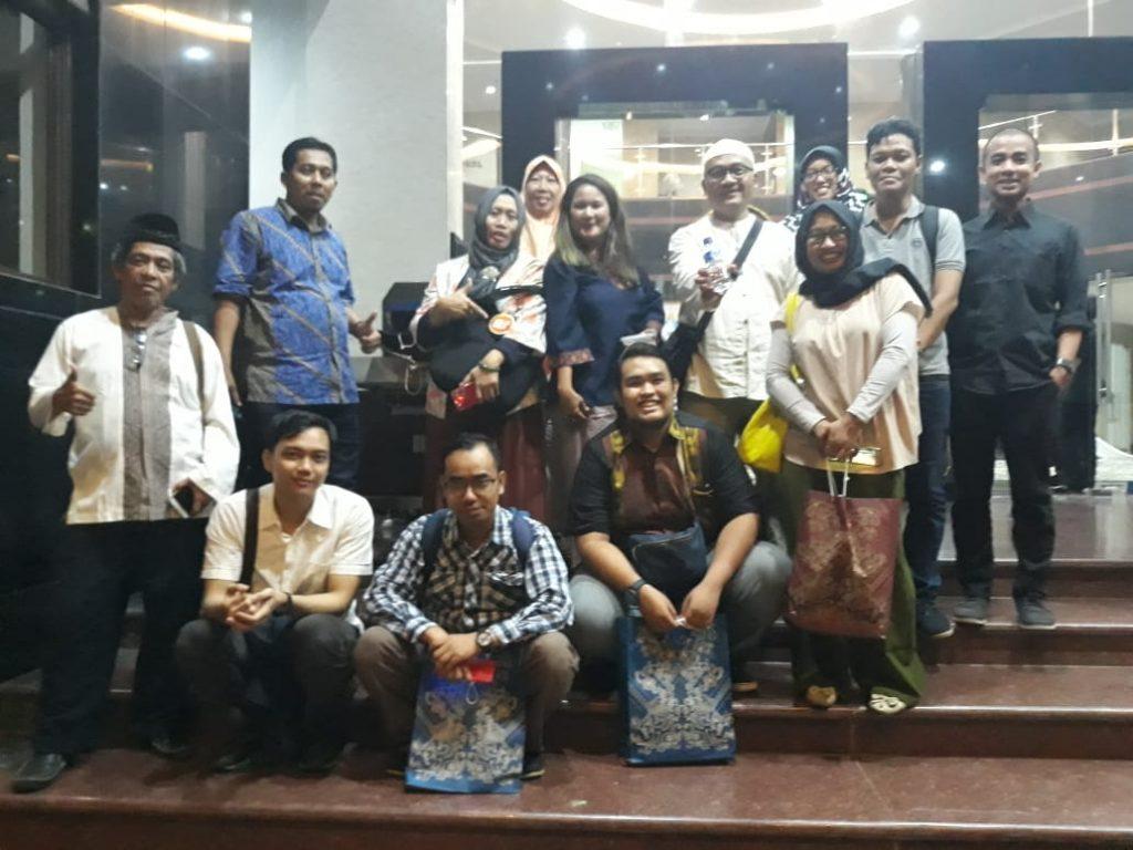 Sebagian anggota Komunitas Kelas Blogger yang ikut hadir (foto dok Nur Terbit)