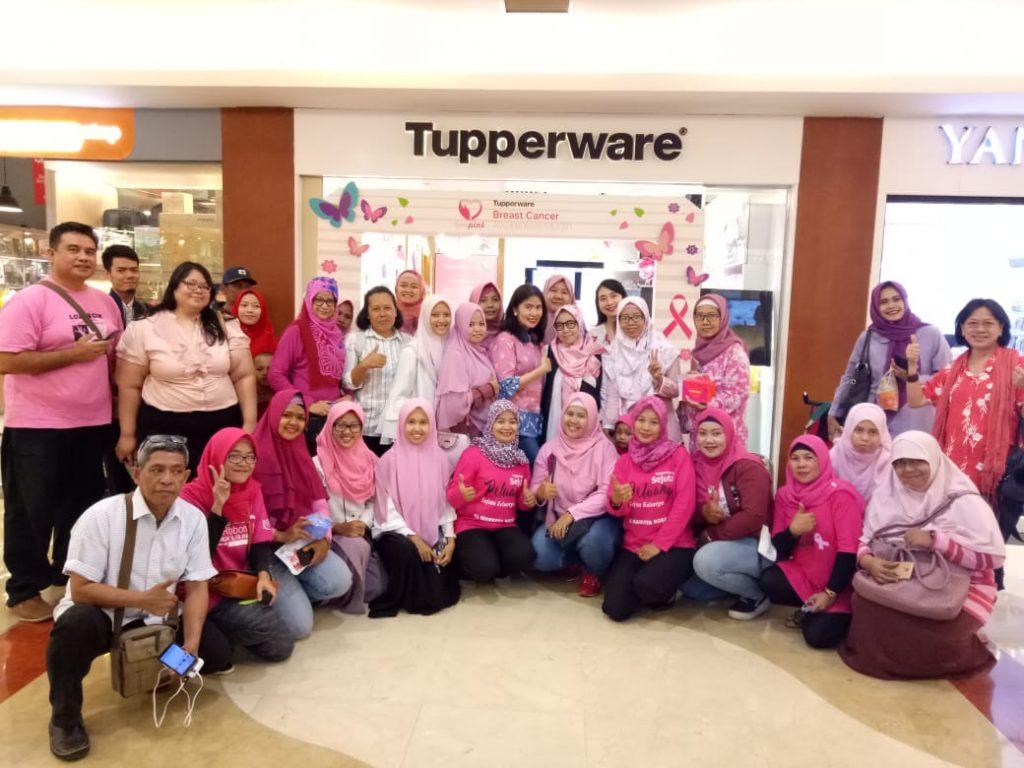Komunitas Blogger TDB usai mengikuti demo masak makanan sehat, dan pemaparan Dr Petsy mengenai kanker payudara -- foto dok TDB
