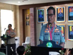 Kombes Pol Raden Prabowo Argo Yuwono, Humas Polda Metro Jaya sedang memberikan sambutan (foto Nur Terbit)