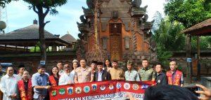 Kapolres Jakarta Barat (tengah) bersama tokoh lintas agama (foto : Nur Terbit)