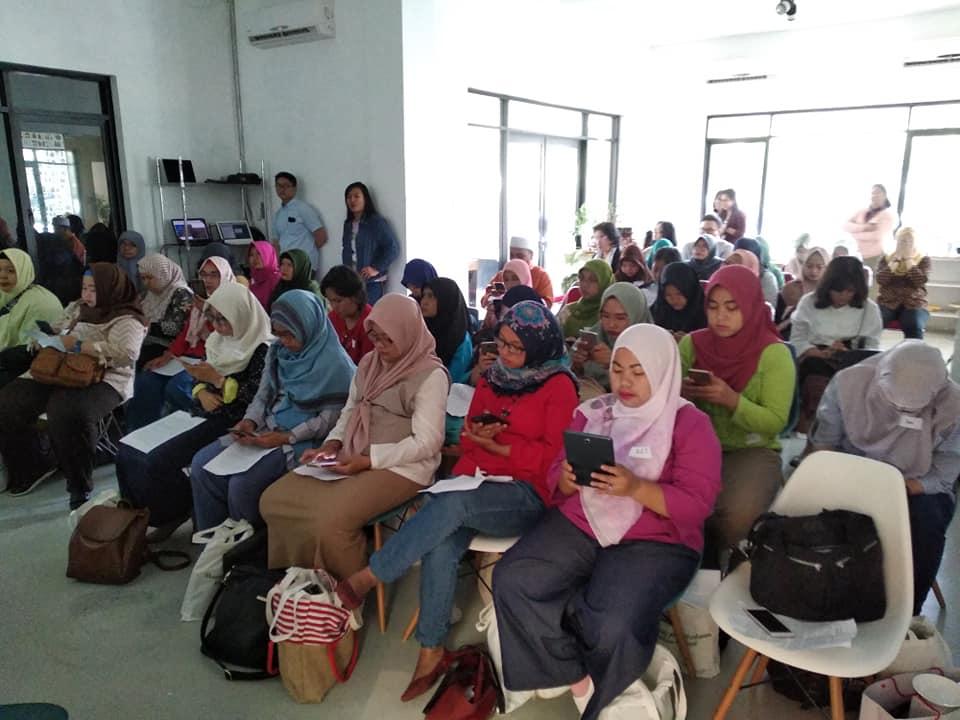Perempuan dan Hutan : Komunitas blogger yang hadir, umumnya blogger perempuan (foto : Nur Terbit),