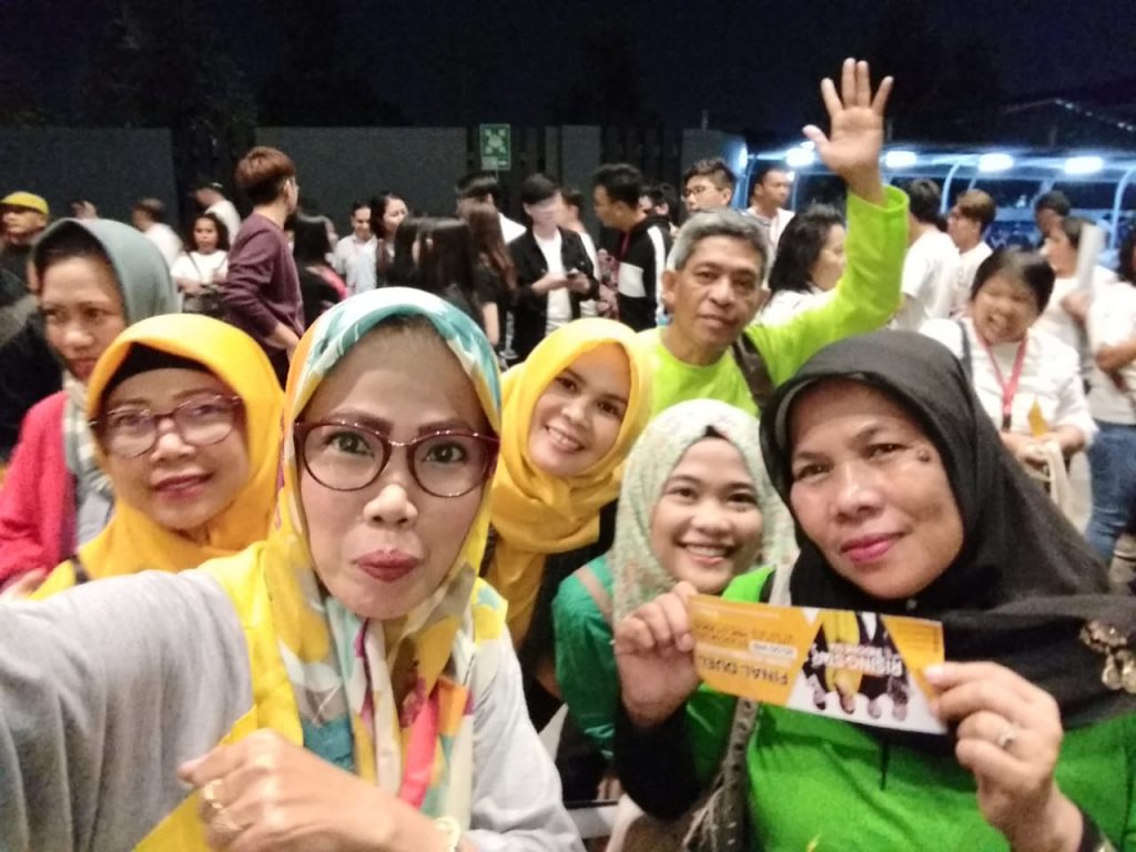 Jadi supporter acara Rising Star Indonesia di RCTI Jakarta (Nur Terbit)