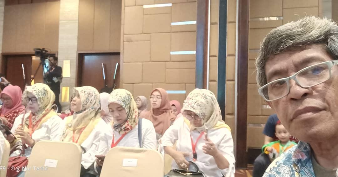 Saya hadir di tengah emak-emak dan ibu guru PAUD (foto dok pribadi)