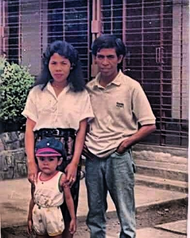 Ini dengan anak pertama kami, Akbar Ramadhan, bukan cucu ya hehe....ketika 1990-an main ke Jogyakarta (dok Nur Terbit)